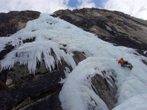 cogne-italia-ice-climbing