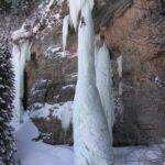 Escalando una cascada de hielo en colorado