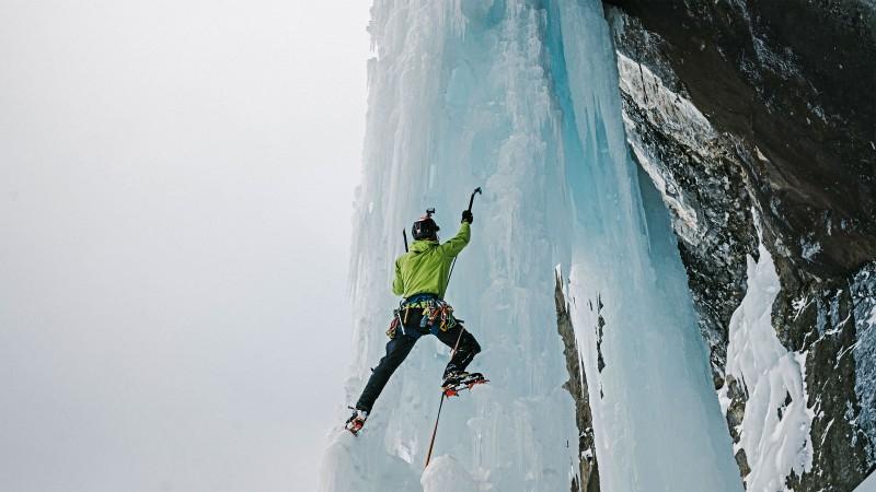 Oberland-Suiza-ice-climb