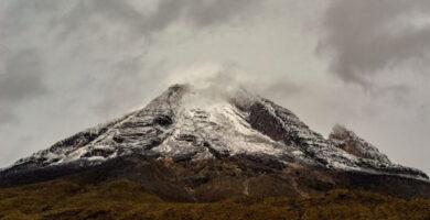 El Nevado del Tolima cubierto de nieve luego de una tormenta
