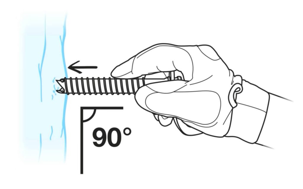 El ángulo correcto para poner un tornillo de hielo